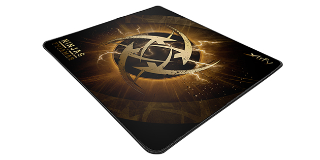 002Lightning-Gaming-Mousepad_1600x800-s.jpg